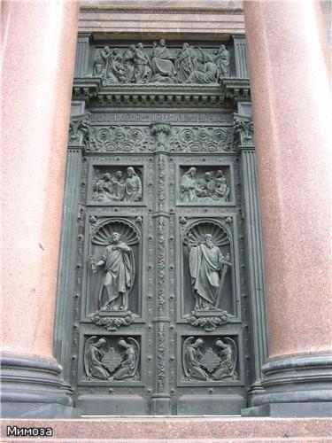 Дверь (слово даже как-то не вяжется с такой красотой