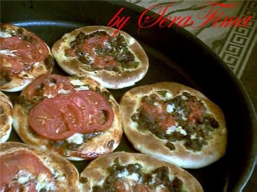 вот сегодня соорудила лепешки с мясом, мини-пиццы и с оливковым маслом и затааром ВКуснЭнька переку...