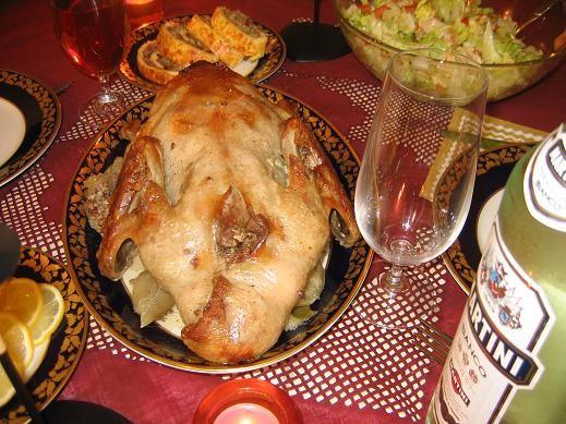 А вот наш скромный вчерашний рождественский ужин Утка фаршированная гречкой, яблоками и черносливом...
