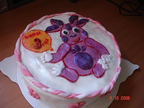 я вам ещё принесла тортиков