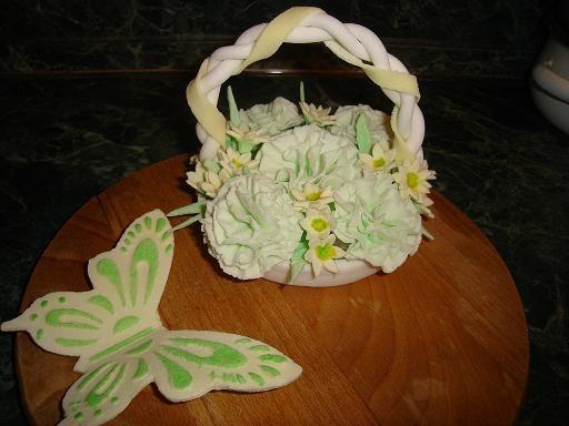 вот мое творение,корзиночка из гвоздик на тортик и бабочка и еще может кто подскажет ссылку как сле...