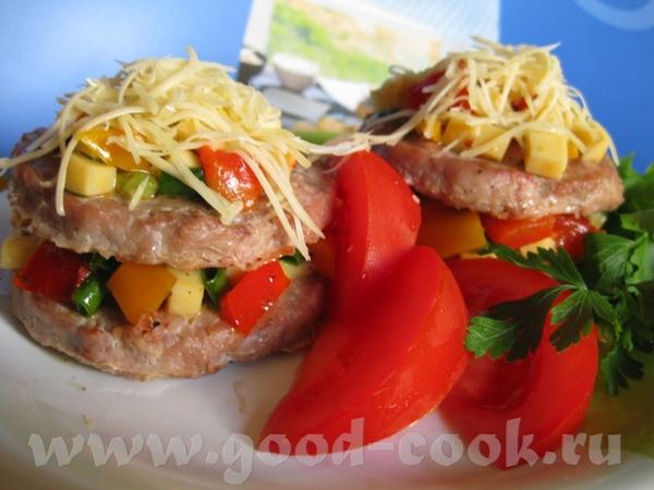 Мясные гамбургеры с овощами и сыром Ингредиенты: ■ 600 г свинины (или телятины) ■ 1 лук...
