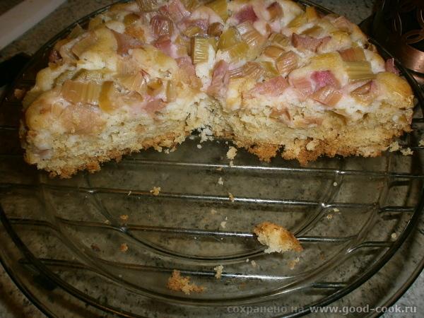 Пирог кефирный с ревенём