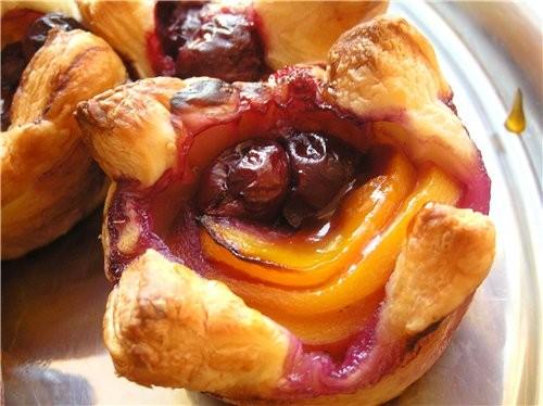 Быстрый пирог с абрикосами и миндалем Слоеные корзинки с фруктами - 2