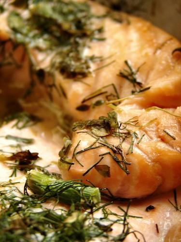 Лосось с укропом, тмином и лаймом филе лосося пучок свежего укропа и тмина 1-2 лайма соль, перец, о...