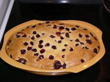 Cherry Clafoutis Пирог с вишнями Ингредиенты: 450г вишни ѕ чашки сливок 1 стручок ванили Ѕ чашки мо...