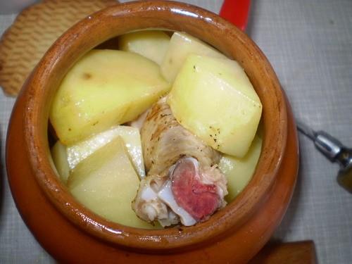 Картошка с куриной ножкой в горшочке - 6