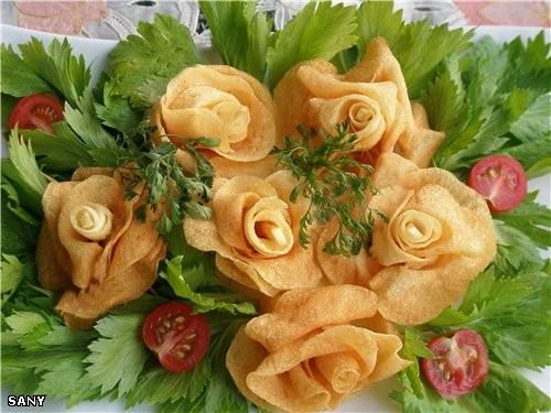 Cегодня сделала на ужин вот такие картофельные розы - замечательно нежные и хрустящие
