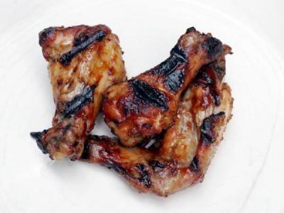 Куриные крылышки барбекю источник:domesticgoddess