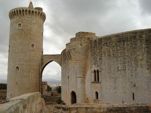 Ещё одна особенность замка - это местоположение Башни Почёта