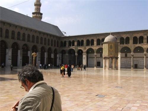 Пройдя немного вперед поворачиваем направо -здесь вход в мечеть Омейядов - 5