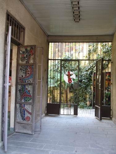 Это - вход в офис знаменитой компании САМЕБА, производящей хорошие грузинские вина