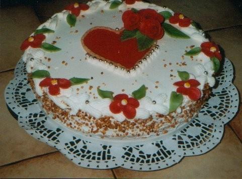 Ирина, а вот и я со своими тортами этот я делала на свадьбу знакомым, обыкновенныи бисквит с кремом...