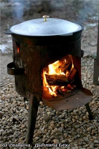 Казан плотнейшим образом накрываем крышкой и ставим на сильный огонь
