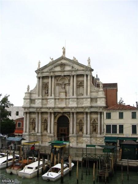 Как известно, Венеция расположена на 118 островах, объединённых между собой сетью каналов