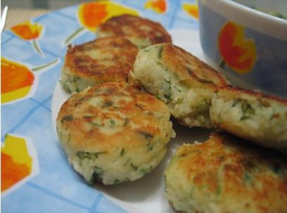 А теперь прошу вас отведать первое мое блюдо в этой теме Польпетте соусом Тапенада и грибы жареные...