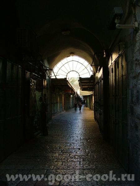 Весь Иерусалим выстроен из белого известняка или Иерусалимского камня (последние годы дома стали пр... - 6
