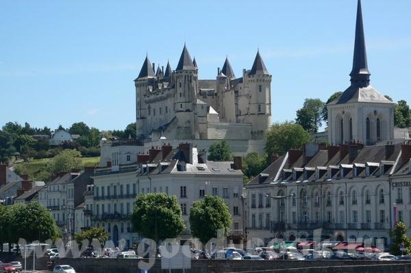 Следующую партию фотографий можно назвать: Замки Луары Это вид на город и замок Saumur: В замок мы... - 3