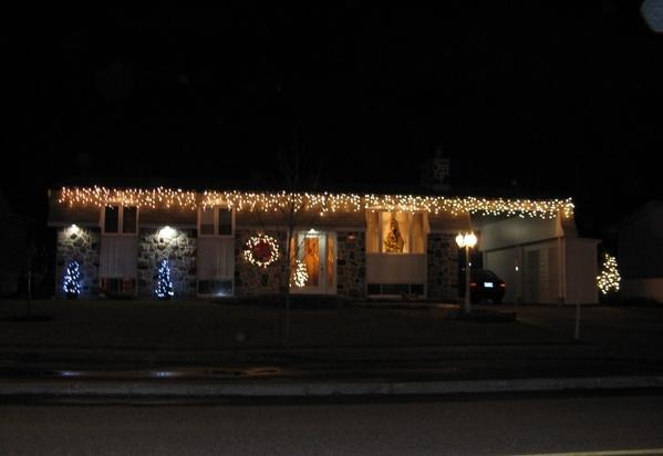 Ну что, начну показ уличных украшений домов к Рождеству - 2
