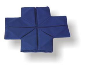 А сейчас научимся красиво складывать полотняные салфетки - 3