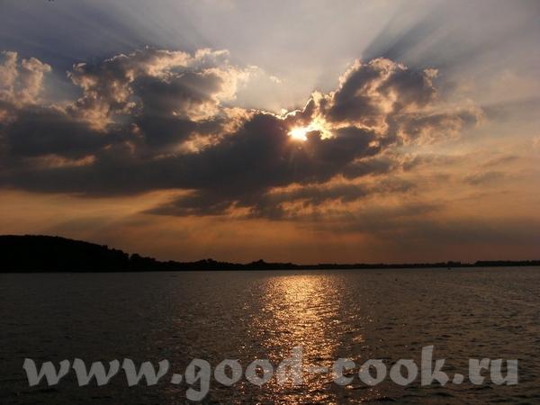 Ещё небо, облака, пламя заходящего солнца