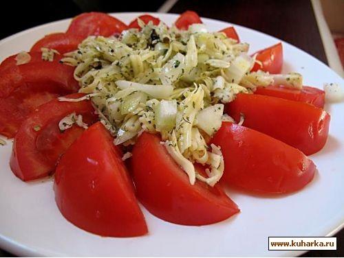 уже неделю в Москве жара и мы едим легкие салатики,вот один из них салат с помидорами и сыром 2 пом...