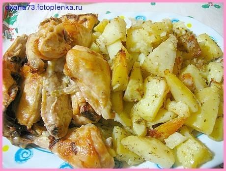 Колбасные разные нарезки, на горячее запекала курочку с картофелем, курочку мариновала с луком и бе...