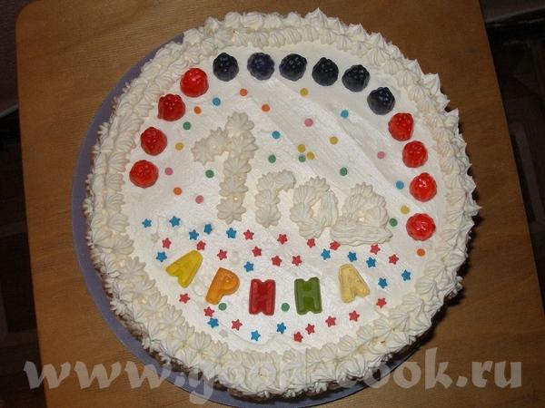 Первый тортик А ЛЯ ЧИЗ КЕЙК от Лолы, покрыт взбитыми сливками