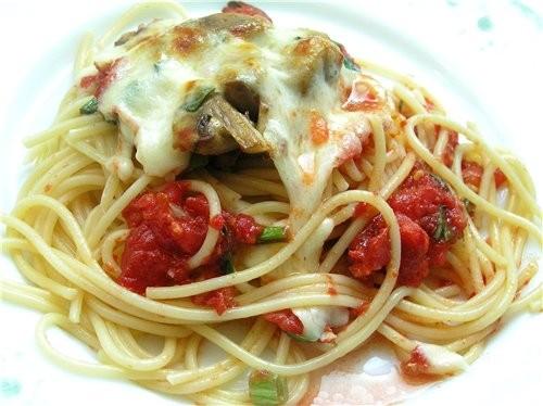 Гнезда из спагетти с моцареллой, шампиньонами и зеленым луком Зеленая лапша с соусом из тунца Лапша... - 2