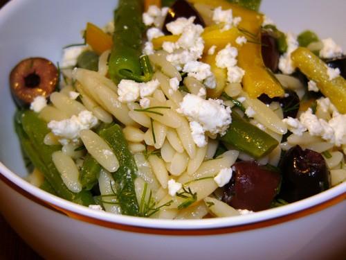 Раз пошел разговор об орзо, то дам быстрый и простой рецепт салата с этим видом макаронных изделий - 2