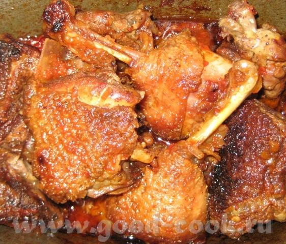 Утка, тушеная кусочками Кусочки утки – 1 кг, 1 луковица, 1 морковь, 2-3 зубчика чеснока, 2 средних...