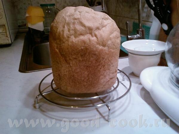 Испекла хлеб из цельнозерновой муки , времени нет, поэтому пекла в хлебопечке, рецепт брала здесь