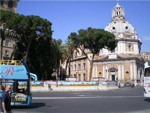 А это здание было построено в 1911году в честь объединения Италии и строилось 40 лет Италянцам оно... - 2