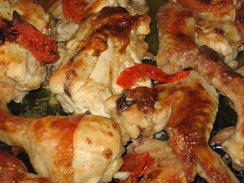 Курица кисло-сладкая с помидорами 1 курица 10 крылышек 3-4 помидора 2 ложки майонеза кисло-сладкий...