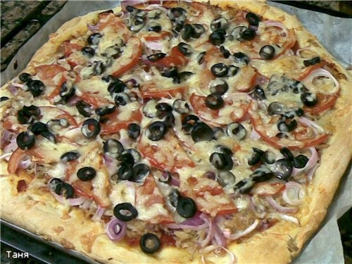Пицца с тунцом Тесто: ~2 стакана муки ~1 стакан теплого молока 1 ст