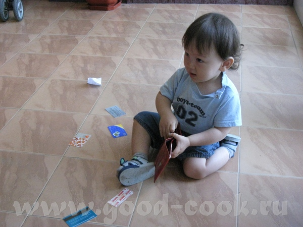 Максу бывало скучно, поэтому он примерял папины ботинки…или терзал мамин кошелек…или убегал в душев... - 2