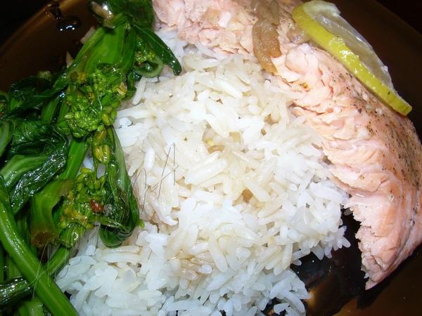 Вот такой у меня был ужин,лосось в специях для рыбы, из букета трав и лимоном на пару в пароварке