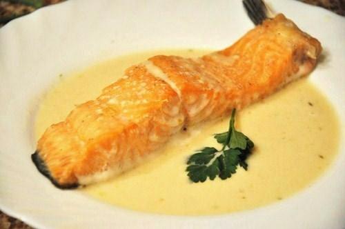 хочу напомнить об очень хорошем рецепте красной рыбы,тающей во рту, и соус к ней достойный