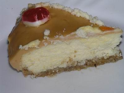 Карамельный торт в разрезе