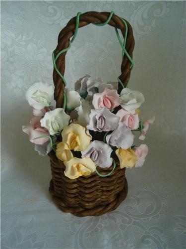 интересный тортик вот моя корзинка ,это не торт,все и мастики,мои первые цветы на проволоке ,очень...