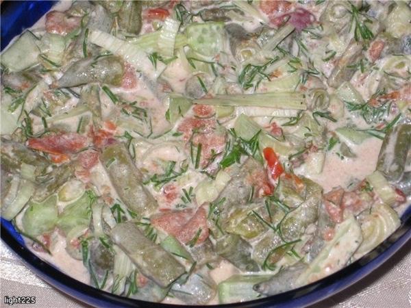 Салат из фасоли и консервированных помидоров