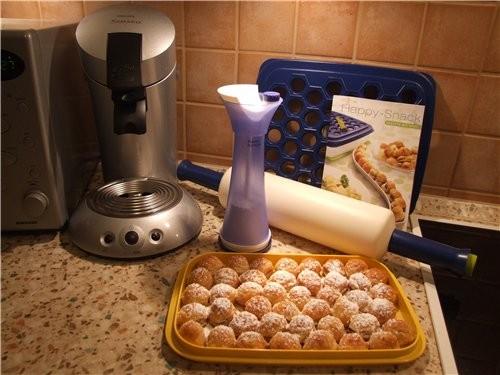 Вот приобрела пельменницу, сразу испробывала - cлоённое тесто с малиновой начинкой
