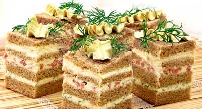 Кажется я подсела на полосатые бутерброды Сливочное масло взбейте, постепенно добавляя плавленый сы...