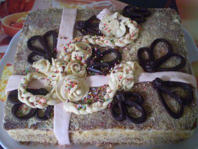 """Торт """"Подарок"""" Украшения из сахарной мастики И шоколадные фигурки Вот Здесь рецепт приготовления ко..."""