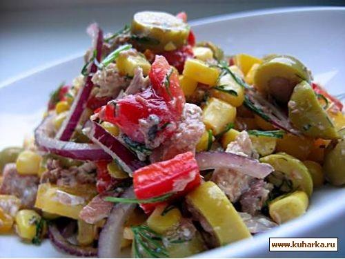 салат с сайрой салат с курицей , паприкой и солеными огурчиками и борщик это сегодняшний обед