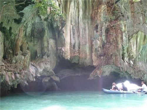 плавали мы значит плавали-усыпляли нашу бдительсть ,а потом мы стали заплывать в пещеры-нужно было... - 3
