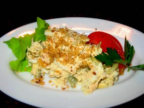 """интересненький салатик Салат """"Парадиз"""" отварная куриная грудка, маринованный огурчик, яйцо все реже..."""