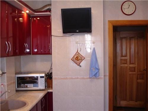 Какая кухонька у тебя красивая и светлая И мне нравиться когда балкон с кухни ( но у меня такого сч... - 2