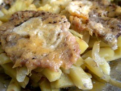 Сколько картошечки разнообразной и вкусной - с фасолью, с бекончиком, с лососинкой, мяском и сырком...