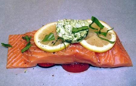 Любителям красной рыбки посвящается Конвертики с лососем, травами и ароматизированным маслом